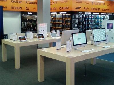 AppleStore in einem riesigen Hamburger Elektronikkaufhaus